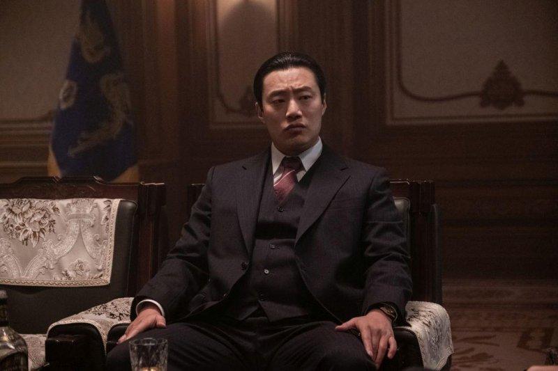 南山的部長們_The Man Standing Next_電影劇照